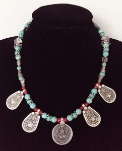 collier présenté aux expositions de bijoux