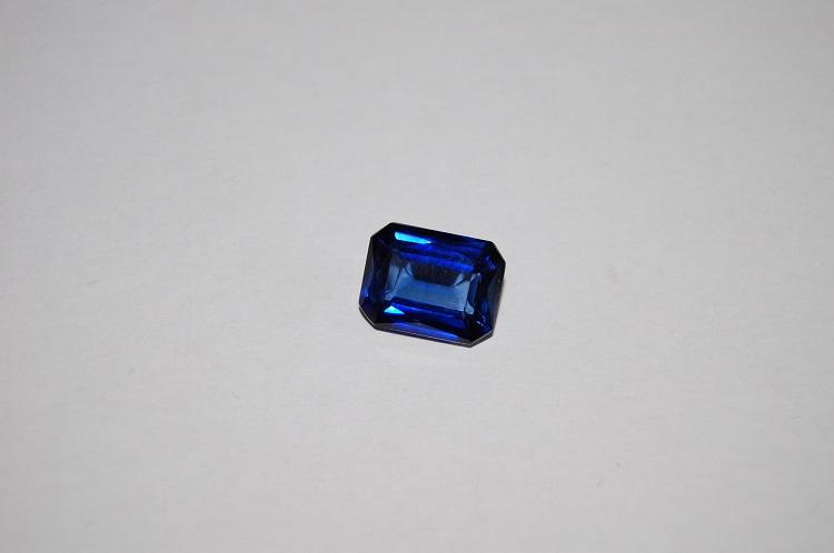 pierre de naissance de septembre - le saphir saphir bleu